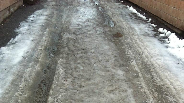 Isiga gator i Gävleborg gör att många är rädda för att halka. Foto: Micaela Toresson