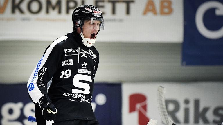 Patrik Nilsson i SAIK jublar efter ett mål. Foto: Ulf Palm/TT.