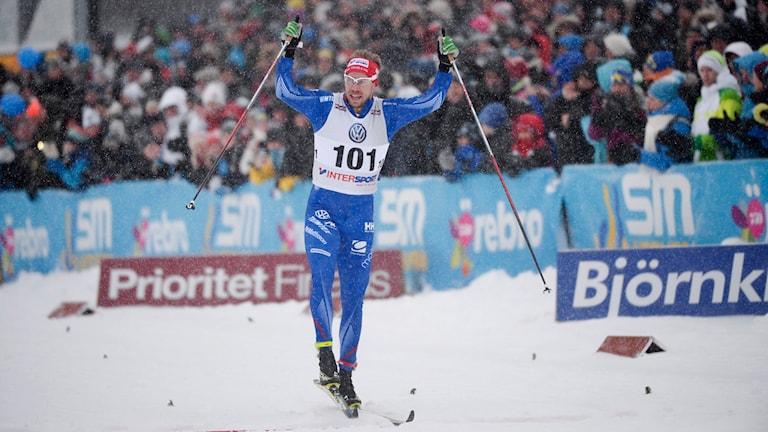 Emil gör segergesten. Foto: Fredrik Sandberg/TT