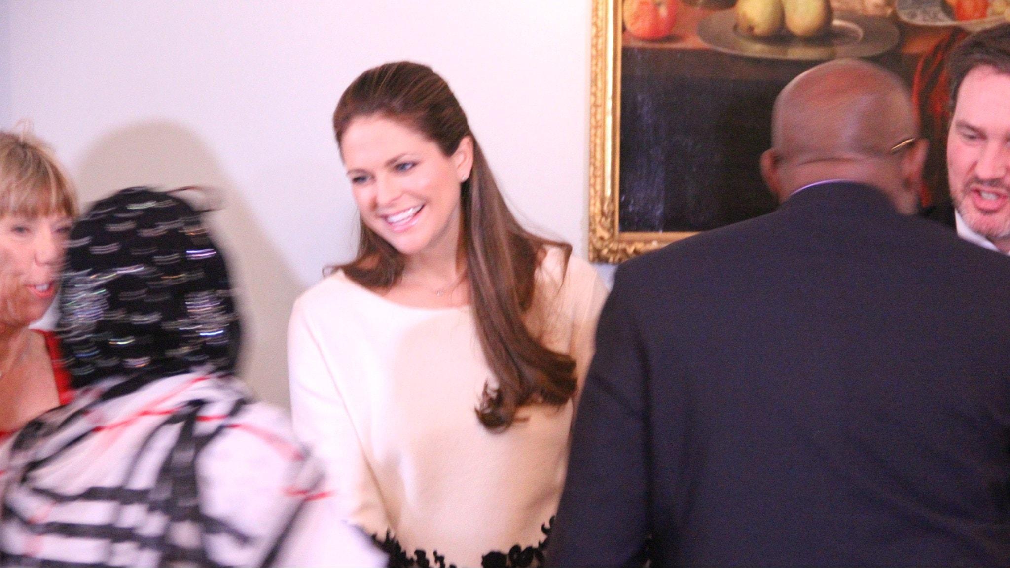 Prinsessan Madeleine och Chris O'Neill hälsar på några av de inbjudna gästerna.