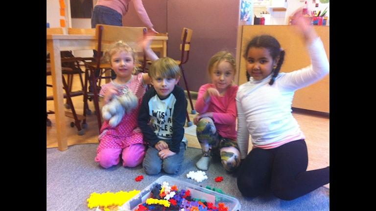 Fyra glada barn som vet exakt när man blir stor. Foto: Larry Forsberg