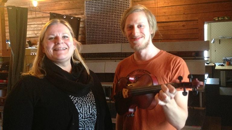 Maria Sellberg och Staffan Jonsson, riksspelman från Bollnäs. Foto: Hasse Persson/Sveriges Radio