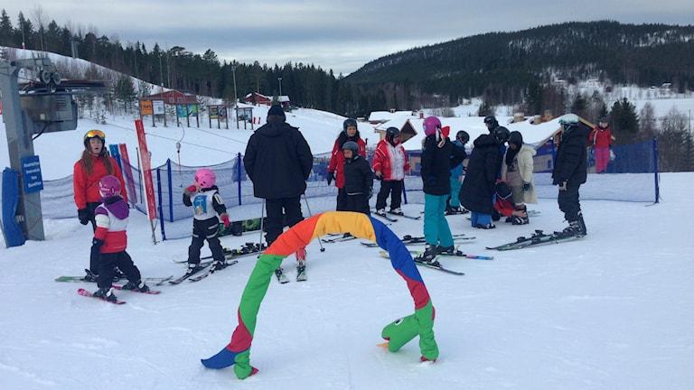 Fyra veckors sportlov drar mer än 100 000 gäster till skidbackarna i länet. Foto: Hasse Persson/Sveriges Radio
