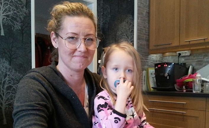 Anna och hennes dotter Moa. Foto: Harald Hans-Ers/Sveriges Sverige.