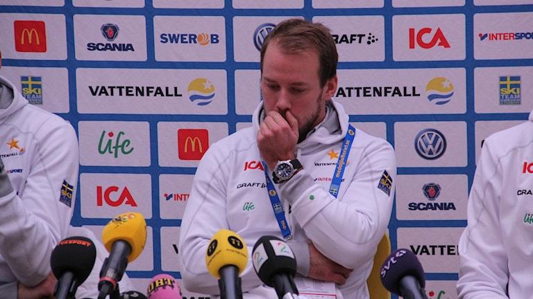 Emil Jönsson lämnar det tunga beskedet att han inte kommer kunna köra hemma-VM i Falun. Foto: Gabriel Henning/Sveriges Radio