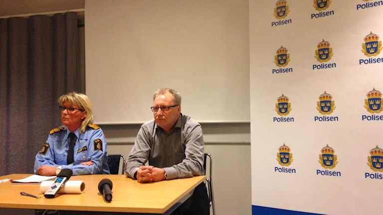 Gävleborgspolisens områdeschef Lisa Ström (t.v.) och Bo Sköld, tillförordnad sektionschef i Gävleborg. Foto: Fredrik Björkman/Sveriges Radio