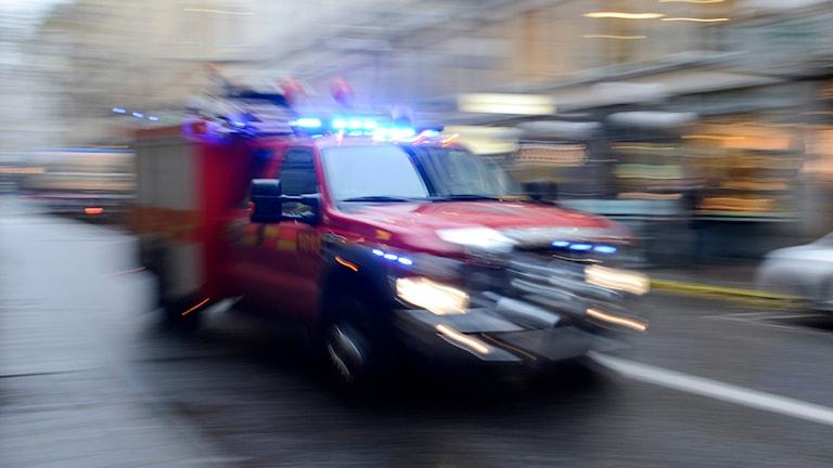 En man skadades svårt i en villabrand under torsdagseftermiddagen. Foto: Bertil Enevåg G Ericsson/SvD/TT.