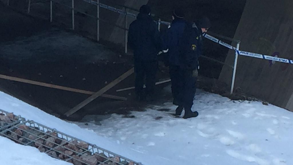 Local police investigate the scene. Photo: Gabriel Henning/Sveriges Radio