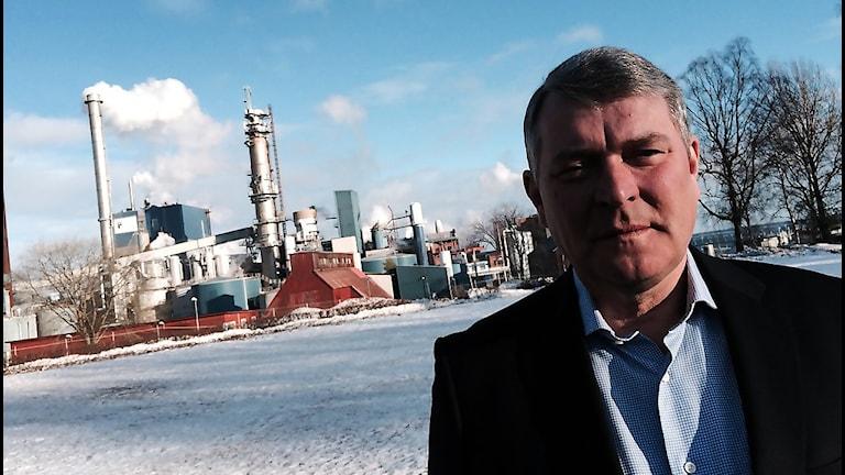 Per Lundeen är VD på Vallviks bruk som just nu går starkt ekonomiskt och nyanställer 20 tjänster och blir totalt 170 anställda. Foto: Christian Höijer/Sveriges Radio