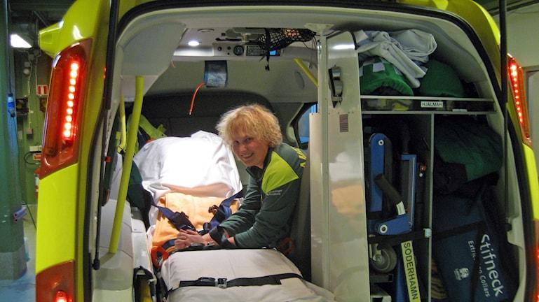 Nattlivet på ambulansstationen ska enligt förlag inte längre räknas som arbetstid. Foto: Tomas Groop/ Sveriges Radio.