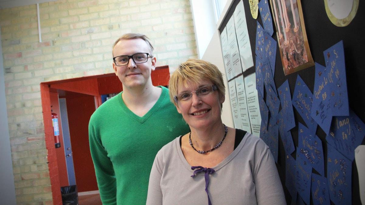 Lärarna Joakim Pettersson och Anna Nylander på Bergsjö skola i Nordanstig saknar friskvårdsbidrag i kommunen. Foto: Magnus Hansson/Sveriges Radio.