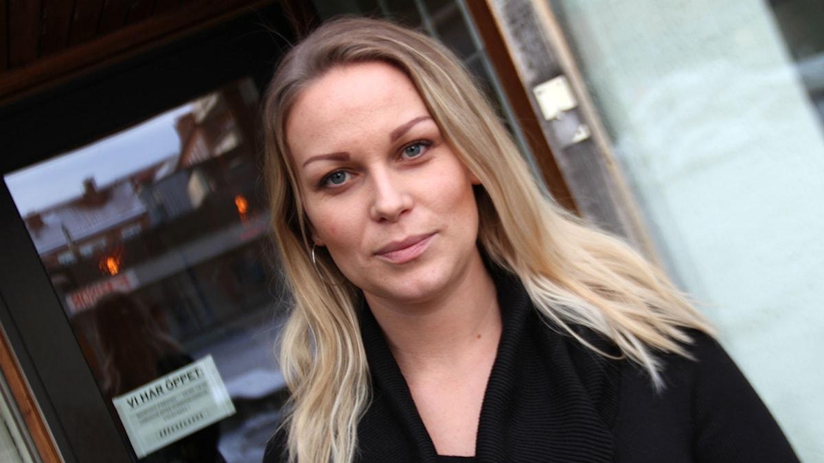 Karin Janda är legitimerad sjuksköterska från Storvik som ger injektionsbehandlingar på salonger i Sandviken och Hofors.