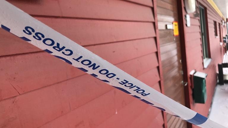 Polisavspärrning vid mordplatsen i Sandviken.
