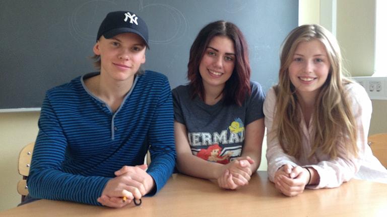 Emil Lindgren, Nellis Ehn och Hedvig Blom på Stigslunds skola i Gävle håller med om att attitydförändringar krävs. Foto: Christine Odén/P4 Gävleborg