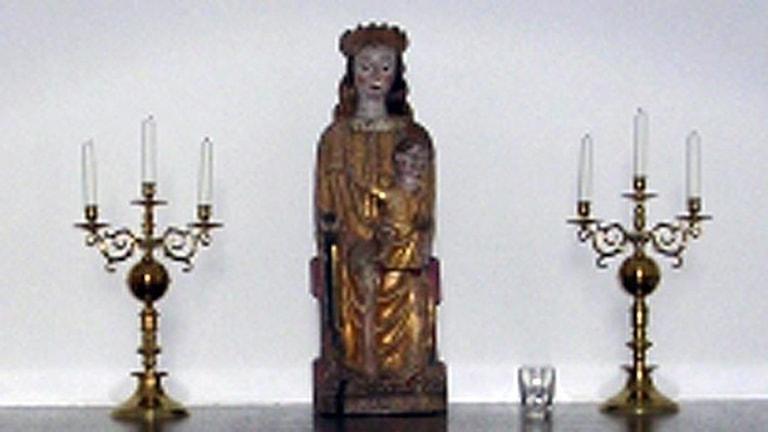 En av kyrkorna som drabbades var Österheds kapell 2010 då den här madonnafiguren från 1200-talet stals. Arkivbild.