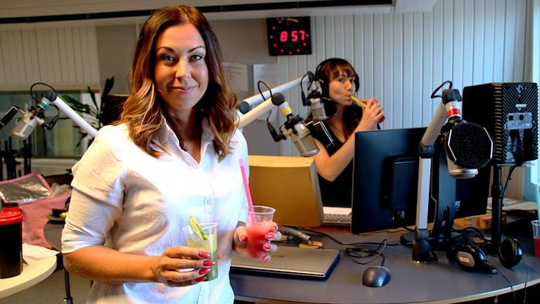 Kostrådgivaren Tess Wesslen gästade studion och tipsade om sommarens smoothies. Foto: Martin Svensson / Sveriges Radio