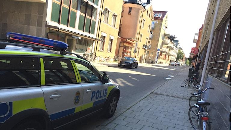 Polisbil utanför Gefle Dagblad. Foto: Christian Ploog/P4 Gävleborg.