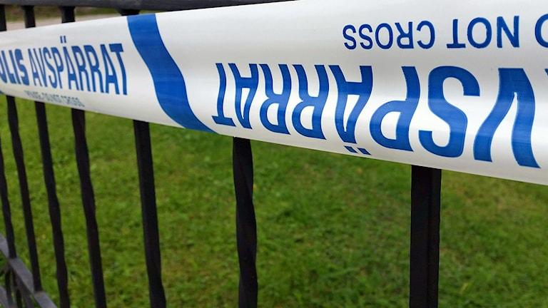 Polisen har spärrat av ett hus i Söderhamn. Foto: Christian Höijer/ Sveriges Radio