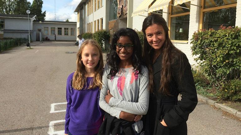 Unga Klara gav teater på Jernvallsskolan.