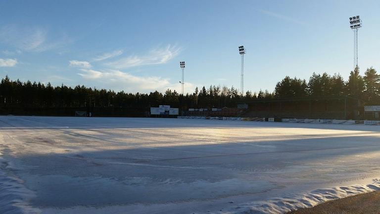 Nu ligger isen åter på Hällåsen efter elhaveriet för snart två veckor sen. Foto: Christian Höijer/Sveriges Radio
