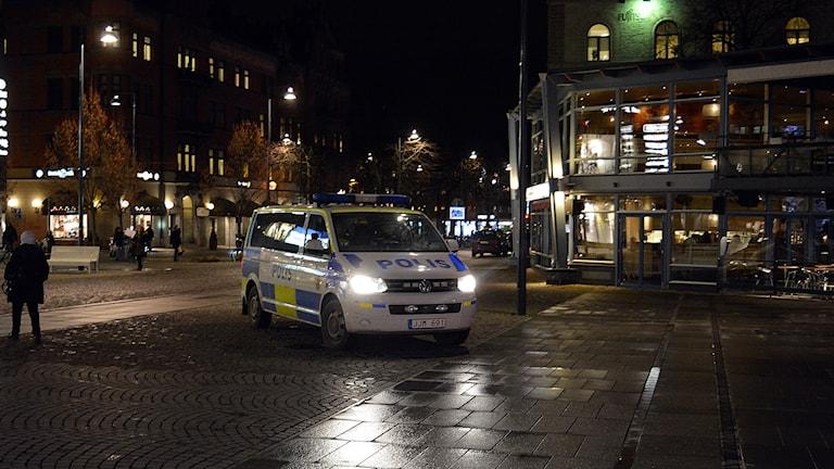Polisen reagerade direkt på den förhöjda hotnivån. Här på Stora Torget i Gävle. Foto: Tomas Groop/ Sveriges Radio