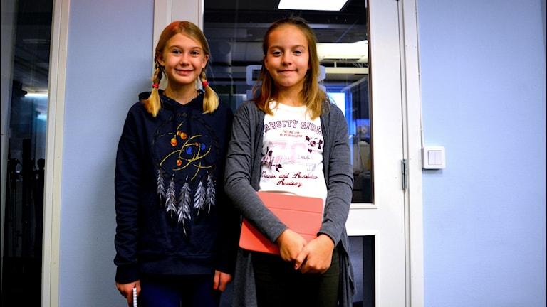 Barnpanelens Julia och Ronja tipsade om filmer i helgen. Foto: Martin Svensson / Sveriges Radio