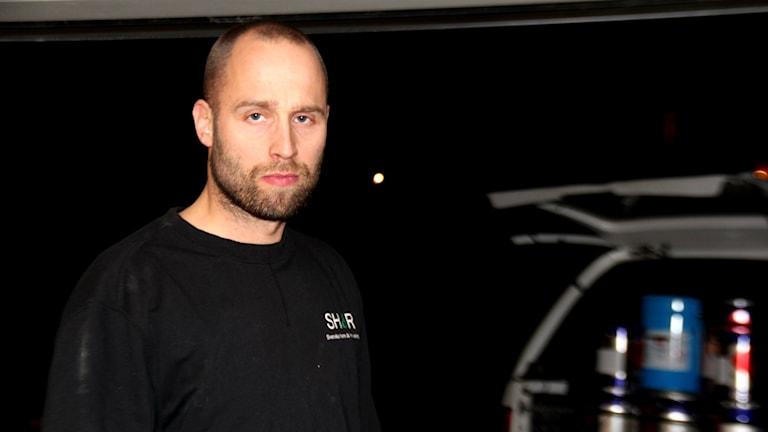Magnus Jonsson har inte fått någon hjälp av sitt försäkringsbolag efter att hans vatten förorenats. Foto: Linnea Johansson/Sveriges Radio