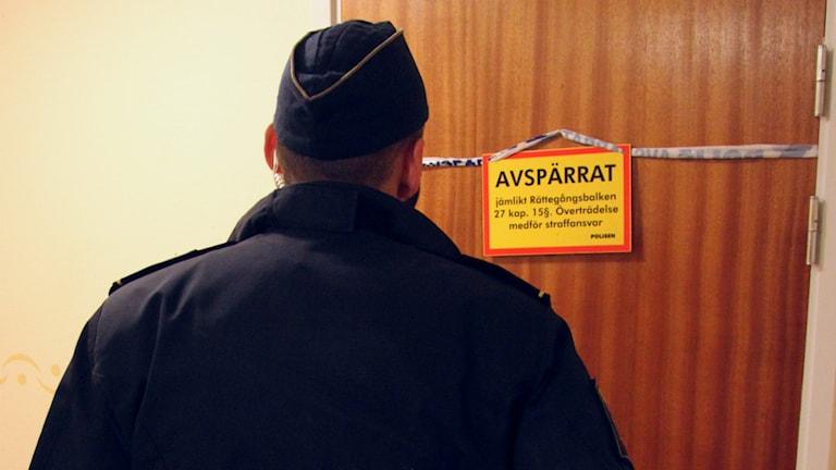En lägenhet i Gävle har spärrats av. Foto: Roger Nilsson