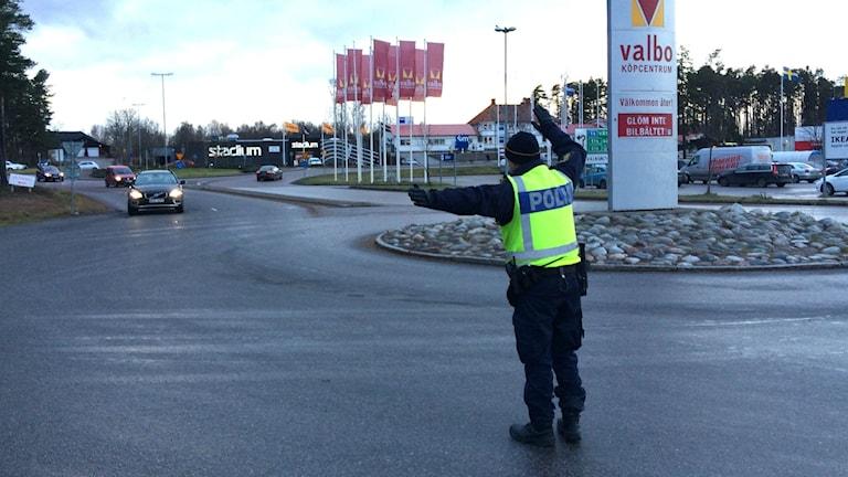 Polisen i Gävleborg kollar nykterheten hos bilisterna. Foto: Lovisa Svenn/Sveriges Radio.