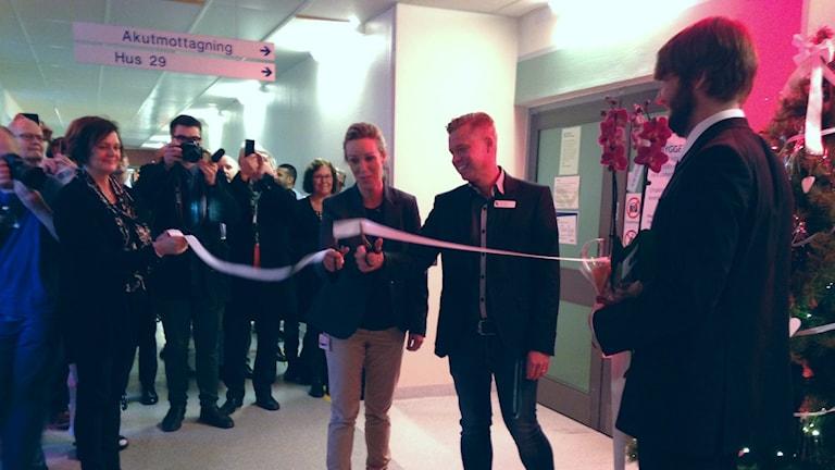 Här klipps bandet till den nya delen av akuten. Foto: Wenda Hajo/Sveriges Radio