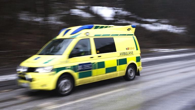 Ambulans på utryckning. Foto: TT