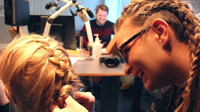 Flätbonanza i morgonstudion. Foto: Emma Åhlström / Sveriges Radio