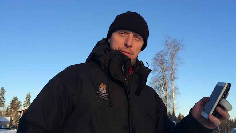 Hans Nordin är naturbevakare vid Länsstyrelsen. Foto: Hasse Persson/Sveriges Radio