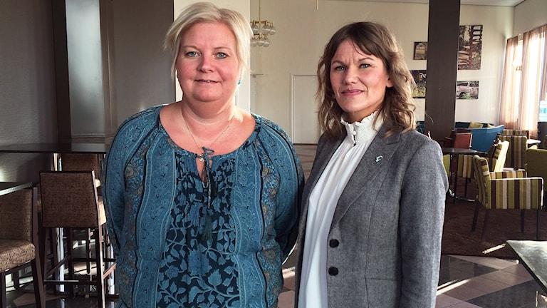 Charlotte Humling, chef för Arbetsförmedlingen i Gävle och Tove Elvelid, chef för Gävle kommuns näringslivs- och arbetsmarknadsförvaltning. Foto: Anna Molin/Sveriges Radio