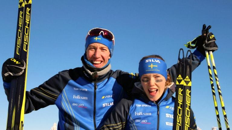 Erik Rost tog sin tredje raka seger. Här tillsammans med Tove Alexandersson. Foto: Svenska Orienteringsförbundet