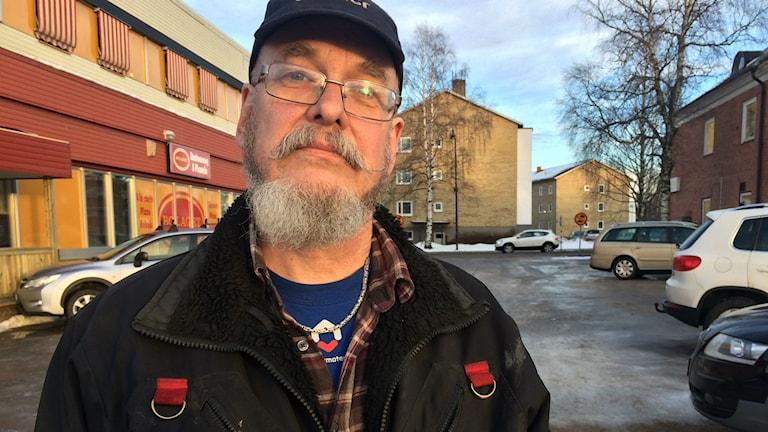 Johan Toll vill att det blir möjligt att odla i alla Bollnäs bostäders bostadsområden. Foto: Agneta Sundberg/Sveriges Radio