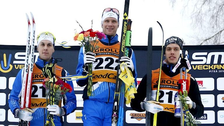 Prispallen. Anton Lindblad tog bronset och Daniel Richardsson kammade hem guldet. Foto: Robert Nyholm/TT