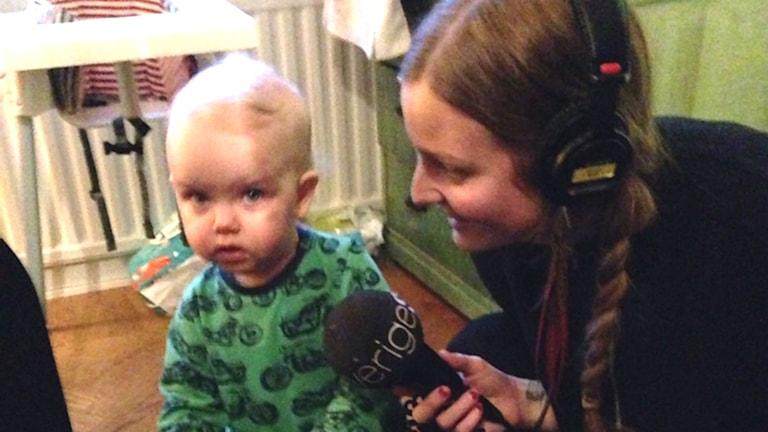 Clara Sagström med dottern Tura. Foto: Sveriges Radio