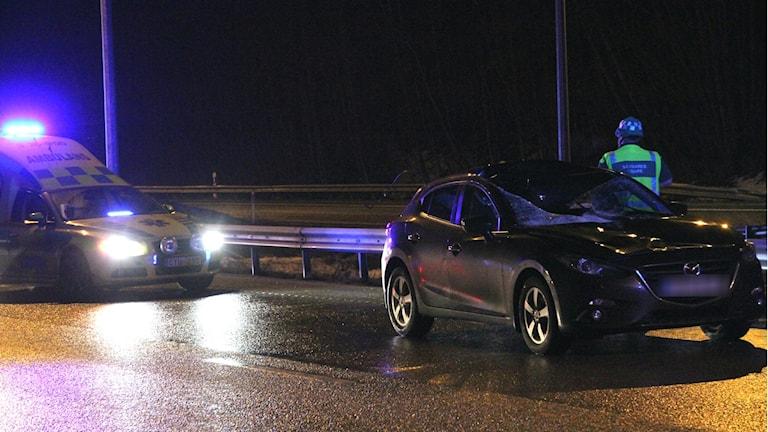 Lastbilsdäcket träffade passagerarsidan av bilen.