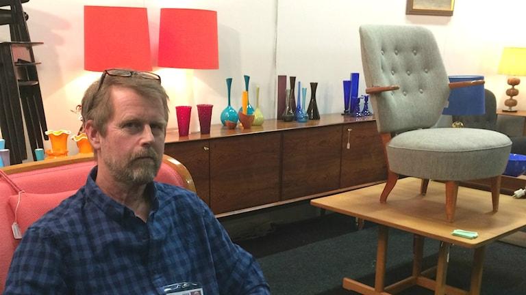 Lasse Bergström har inga problem att sälja modernare föremål på Antikmässan.