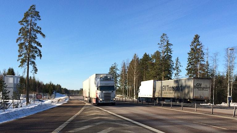 På E16 mellan Kungsgården och Sandviken byggs en två kilometer lång elväg för lastbilar.
