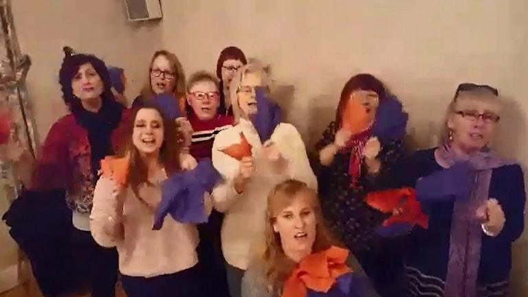 Bollnäs Gospel. Skärmdump från filmen som gjort succé på Facebook.