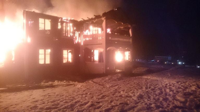 Trähus totalförstört efter brand i Delsbo