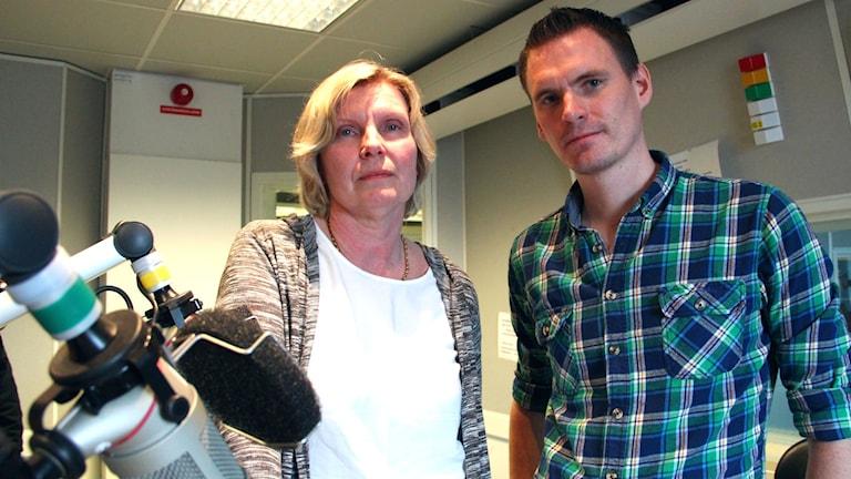 Agneta Frejm och Rasmus Bjerén är mycket kritiska till ambulansledningens beslut.