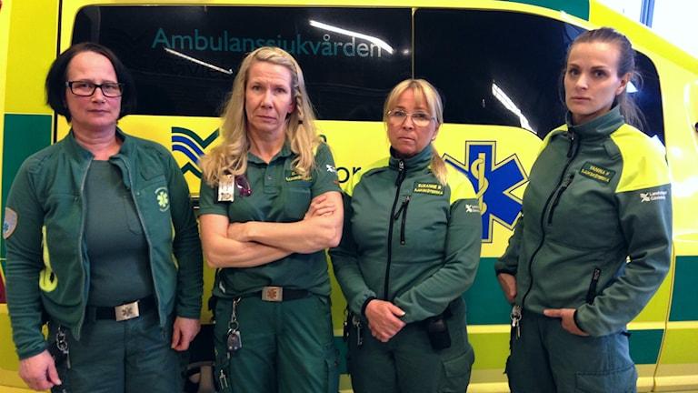 Monika Fröjd, Ella Högberg, Susanne Blomgren och Yanina Hammarström på ambulansen i Bollnäs.