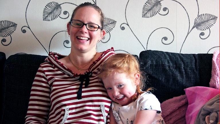 Annica Larsson i Sandviken och dottern Linn, 3 år.