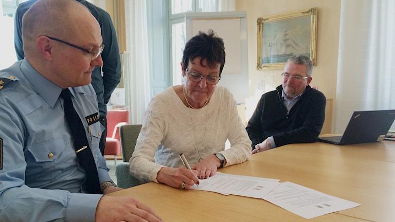 John Köhler, lokal polisområdeschef i Gästrikland, Inger Källgren Sawela, moderat kommunalråd i Gävle och Jens Gagge, säkerhetsansvarig i Gävle kommun.