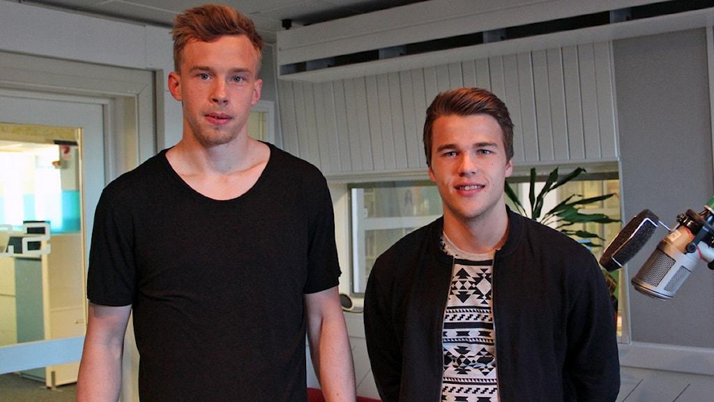 Gefles två nyförvärv Andreas Andersson (till vänster) och Simon Skrabb gästade P4 Gävleborgs morgonprogram inför den allsvenska premiären på söndag.