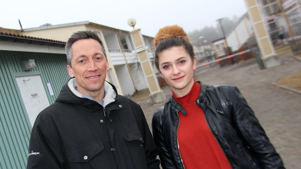 Faxeholmens VD Petri Berg berättade om jobbmöjligheten på Skytten för  för 17-åriga Elena Yasar.