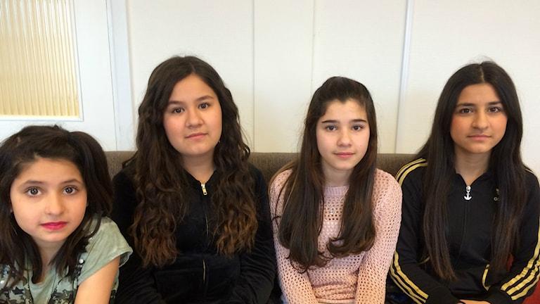 Från vänster: Rosil, Rosa, Jian och Shemsa protesterar genom att stanna hemma från skolan.